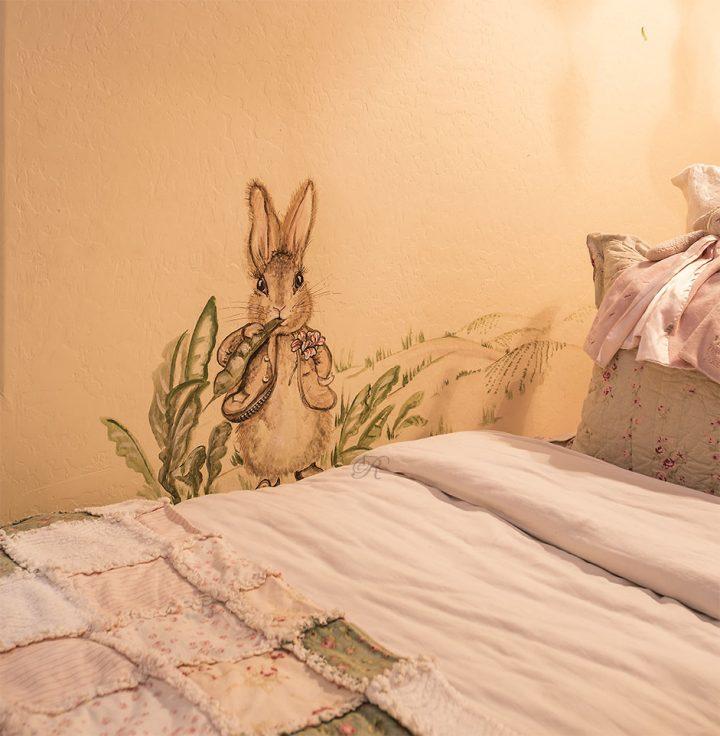 childrens-room-interior-design-artwork